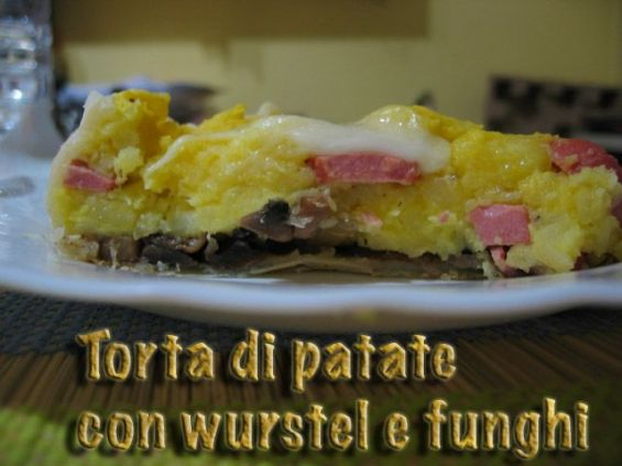 Torta salata funghi wurstel